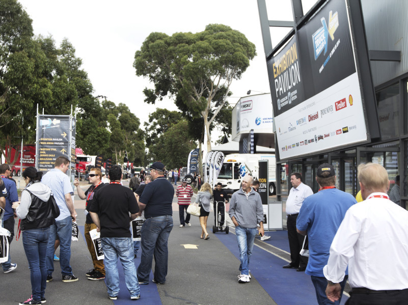 Melbourne Truck Show crowd 2014